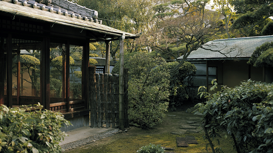 <p>The Masaki Art Museum has a wide-ranging collection of some 1,300 works including three National Treasures and 13 Important Cultural Properties. (The collection includes tea-related works but not on permanent display. Open for spring and autumn seasons only.)</p>